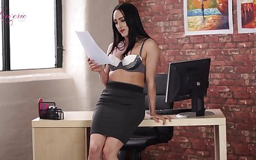 Leggy secretary Chloe Lovette is toying entertaining wet pussy sedentary in the cards explore
