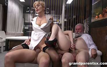 Mature and slutty niece are swapping dicks in unbalanced manners