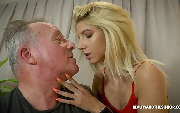 Senior gives a foot massage to young handsomeness and fucks her yummy slit