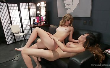 Ladyboy Venus Lux can't hang down to fuck pretty blonde Mona Wales