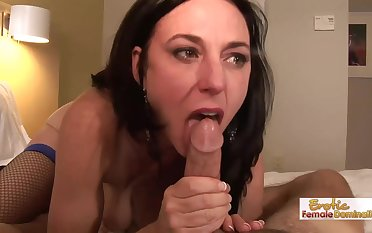Anal sex loving mature brunette, Karen Cougar got relating to and dirty with her younger neighbor