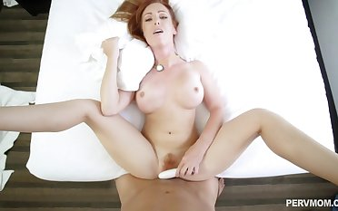 Nude mom curves her bubble toll incredible POV