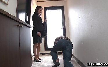 Strict Japanese MILF boss facesits her submissive wage-earner