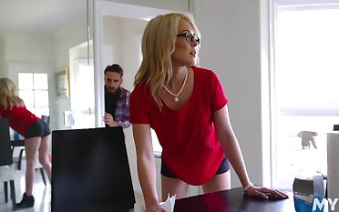 Having dropped a postpone a summon to setal stud nerdy MILF Tiffany Fox enjoys cuni