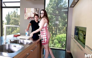 Young dick brings out with the exception of in perky MILF Chanel Preston