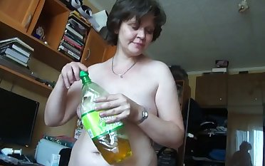 This grown up Russian woman turns me on big time and she gives good head
