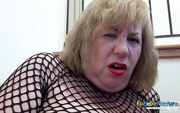 EuropeMaturE Full-Bosomed British Housewife Self-Stimulation x