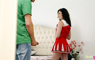 Hardcore fucking on the bed with sexy cheerleader Jessica Rex