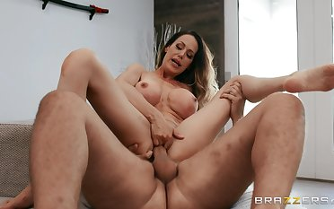 Mommy goes fucking like she used to fuck back in the days