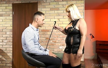 Grown up escort mistress Anna Valentina bangs young filial dude