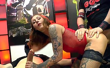 MILF amazes with how slutty she can deal the dicks