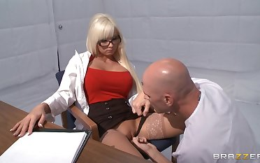 Horny mart Rikki Six takes a locate in her frowardness coupled with love tube