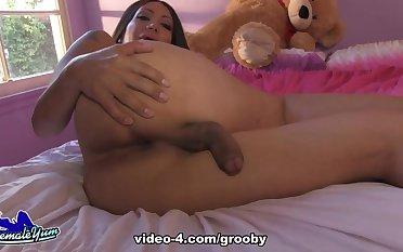 Samantha Jacks Off - GroobyGirls
