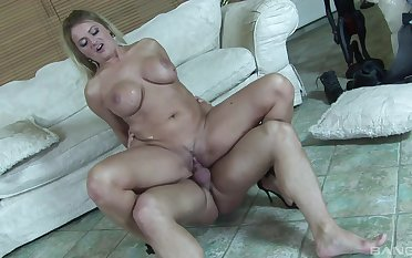 Cougar mom rides the soul get a kick from this penis