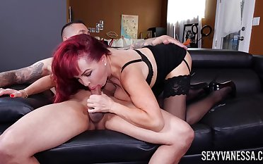 Mature appreciation Sexy Vanessa works out a tend to her trainer