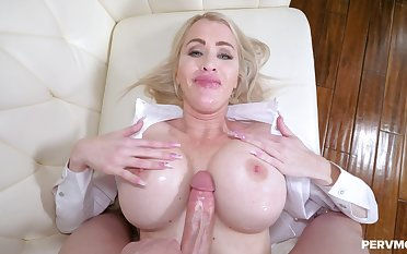 Busty cougar deals huge dick around mesmerizing XXX