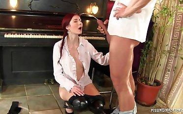 Redhead chick Pissing fetish