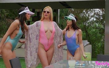 Jane Wilde  loves having lesbian sex with HOT Katana Kombat