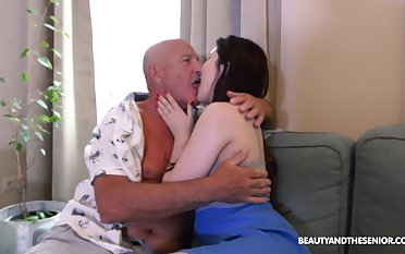 Dad licks babe's cunt before fucking her aching