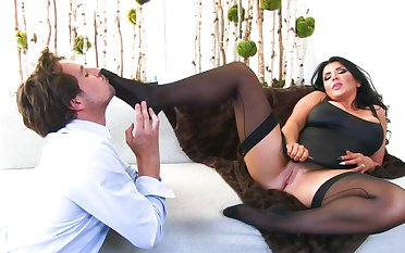 Beamy wife Romi Rain gets fucked hard wits a lucky wean away from